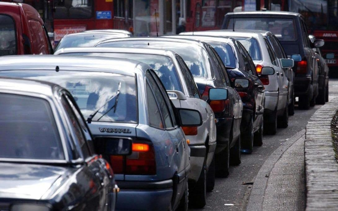 UK drivers spend 32 hours a year in traffic